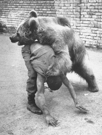 kessel-dmitri-an-iranian-performace-of-a-man-wrestling-a-bear-in-public