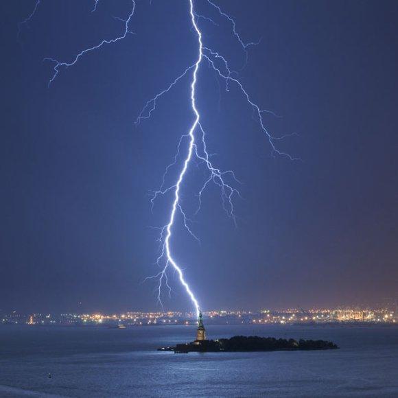 lightning-statue-l_1737191i